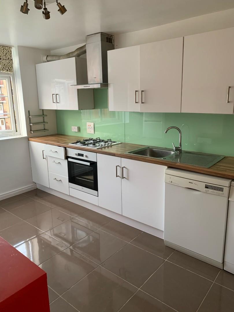 2 bedroom flat in Fladbury Road, N15